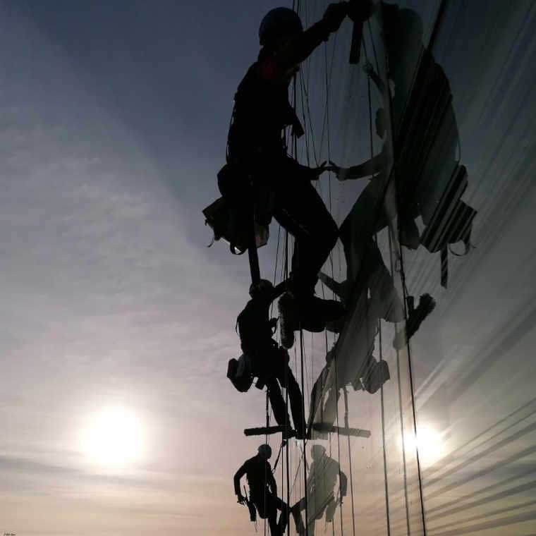 Netoyage de vitrerie sur immeuble le Carat Lyon